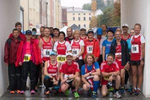 Ein Großteil der Athleten des LVR Geiselhöring beim 14. Dingolfinger Halbmarathon
